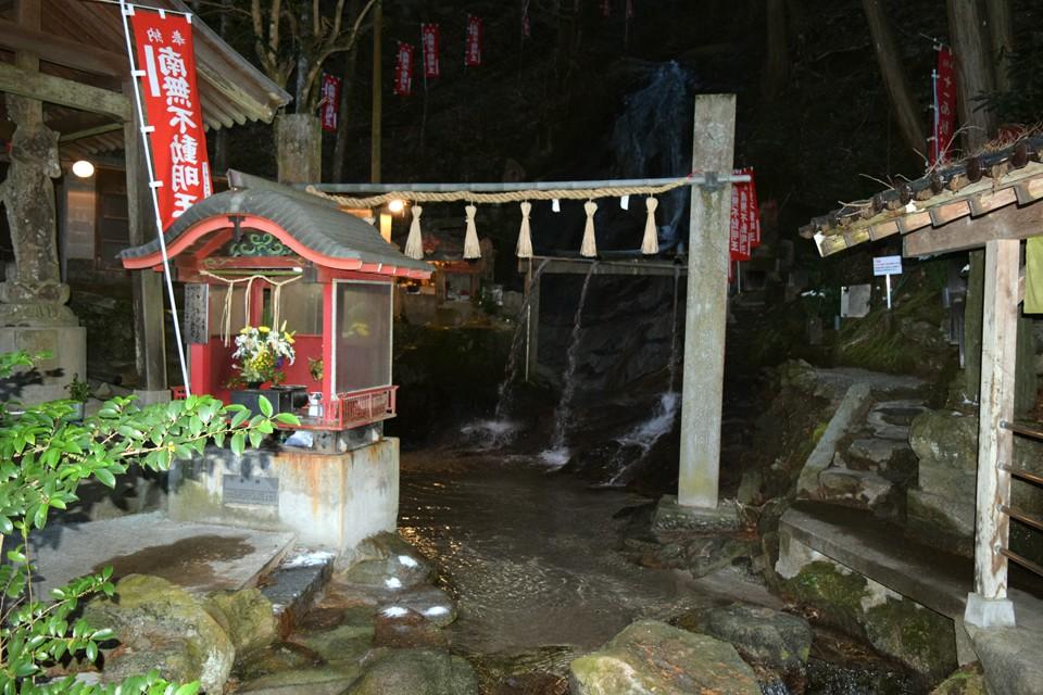 滝行で今年も気合い十分!!那珂川町 不入道の滝 佐野恵樹園