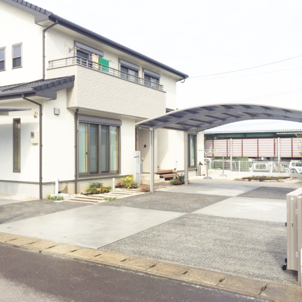 佐賀県嬉野市2色のコンクリートを使った玄関アプローチ