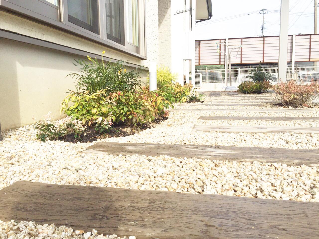 佐賀県嬉野市2色のコンクリートを使った玄関アプローチIMG_0696
