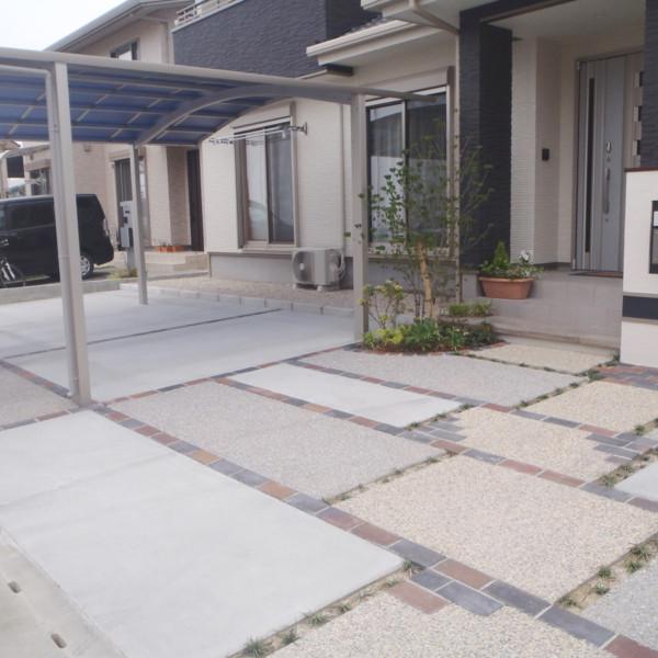 福岡県筑後市広々とした駐車場でらくらく駐車&玄関アプローチ