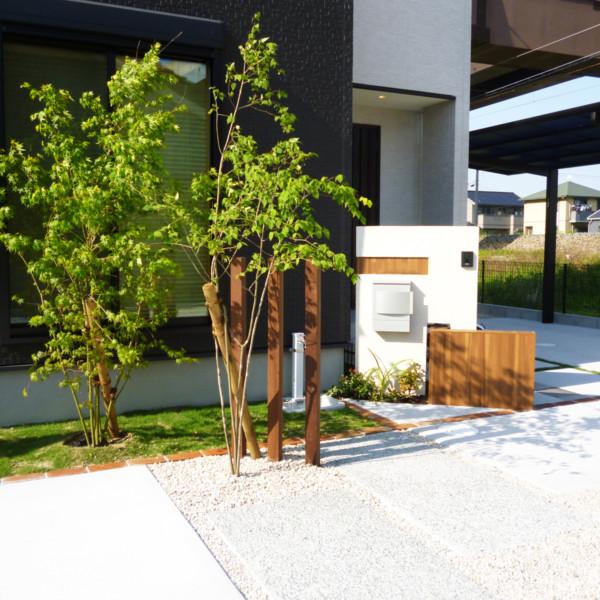 佐賀県鳥栖市珪藻土と木目調のエバーアートボードを使ったナチュラルな門柱