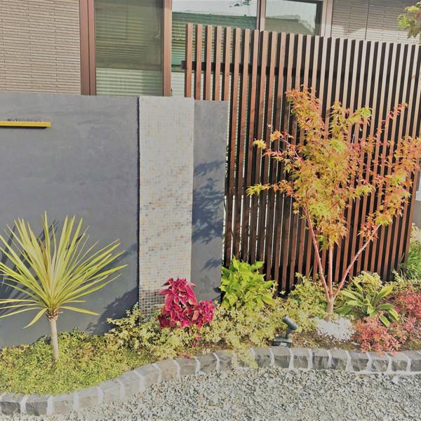 佐賀県三養基郡黒を基調にした和モダンな外構と遊び心が詰まった庭