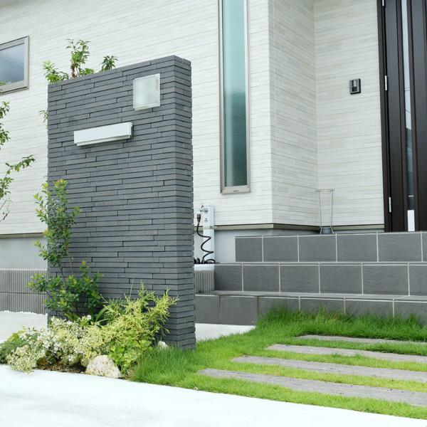 柳川市緑が映える玄関まわり シンプル門柱のナチュラル外構
