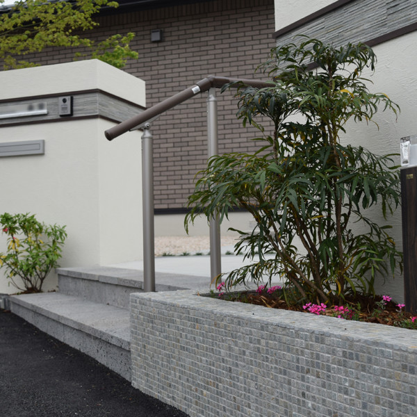 大川市~建物と調和する外構~