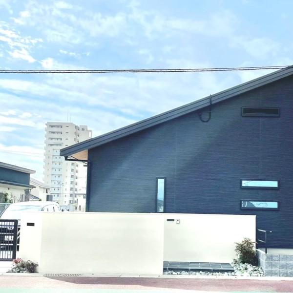 【柳川市】外観に調和したモノトーン外構【施工事例】
